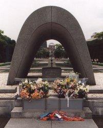 На японский город Хиросима была сброшена атомная бомба